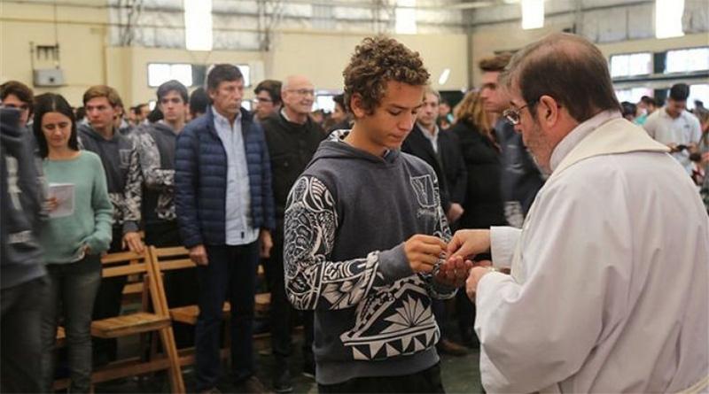Multitudinaria misa para jóvenes estudiantes