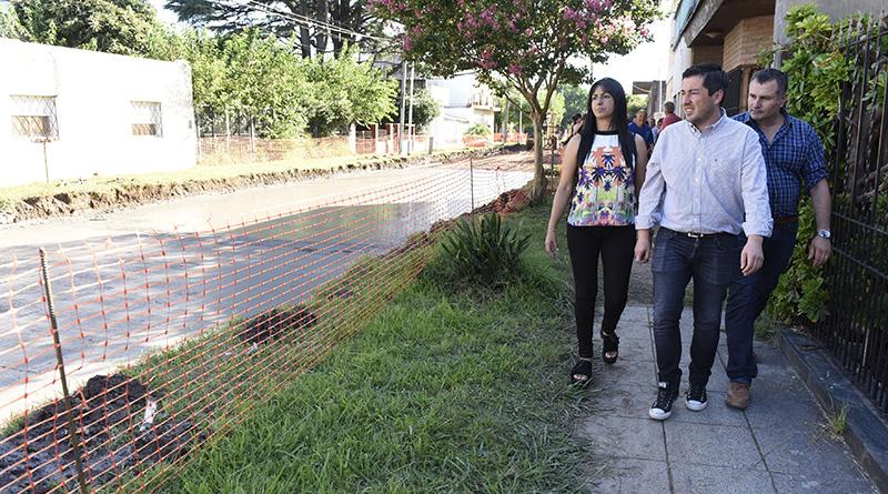 Nardini visitó la obra de pavimentación de la calle Cerviño