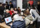 Las personas mayores disfrutan de una nueva sala de alfabetización digital