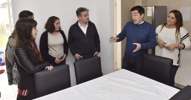 Leo Nardini y Lorenzo Beccaria recorrieron el Centro Integral para la Mujer de Malvinas Argentinas