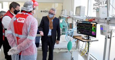 Covid-19: Julio Zamora presentó los 10 nuevos respiradores del Hospital Municipal de Benavídez