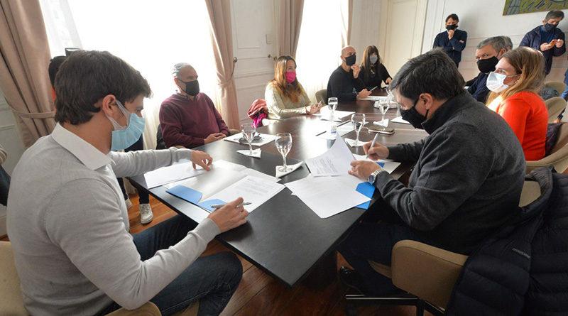 Juan Andreotti firmó convenios con Daniel Arroyo para la reactivación laboral y el desarrollo infantil
