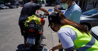 Retienen motos que exceden el límite de ruido permitido en sus caños de escape