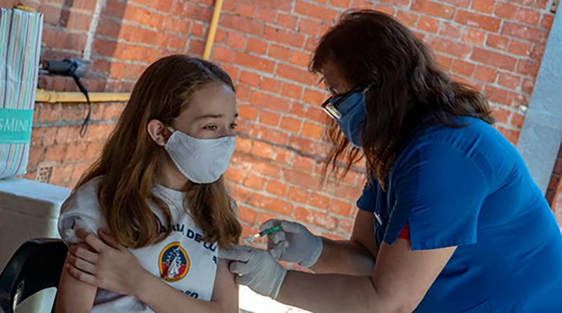 Más de 1500 alumnos en edad escolar pasaron por la campaña de vacunación de San Isidro