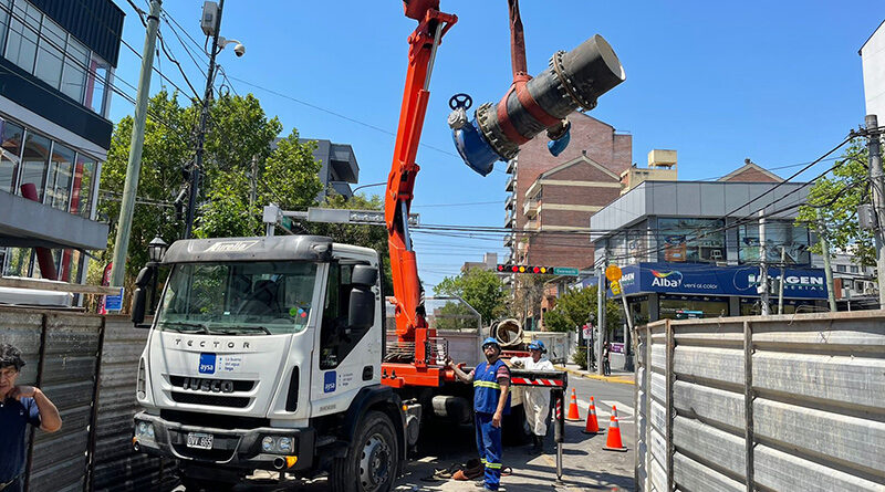 AySA mejora el suministro y la presión del agua potable con el recambio de dos grandes válvulas reguladoras en Tigre y San Fernando