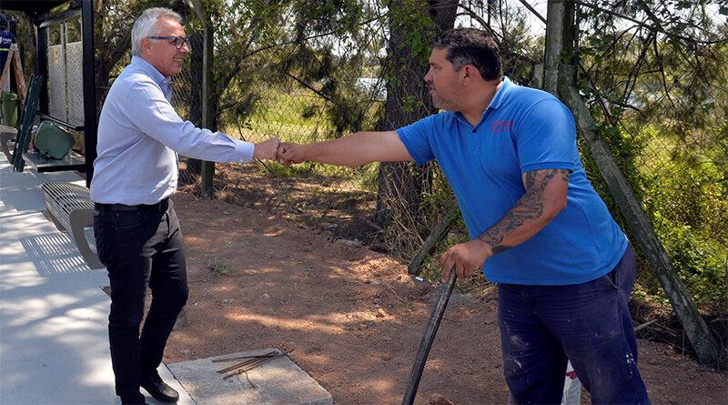 Julio Zamora supervisó la construcción de nuevos refugios en paradas de colectivos y veredas comerciales en General Pacheco